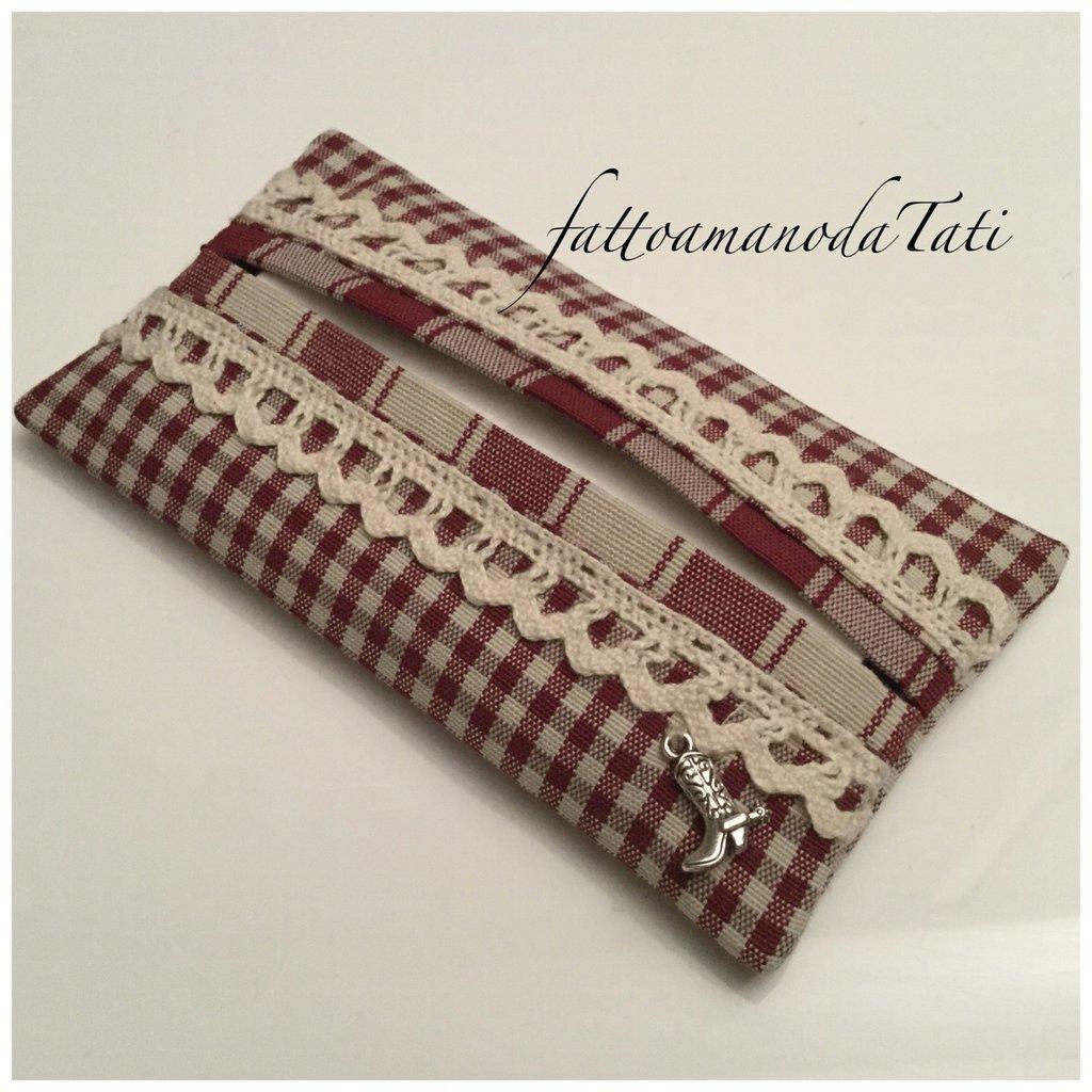 Porta fazzoletti in cotone a quadrettini bordò e beige con pizzo
