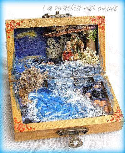 Presepio sul mare miniatura pop-up fatto a mano in cofanetto di legno sassi neri