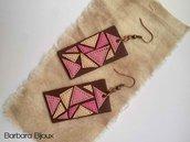 Orecchini rettangolari marroni con triangoli sul rosa realizzati a mano in fimo