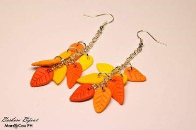 Orecchini con foglie arancioni e gialle fatti a mano in fimo