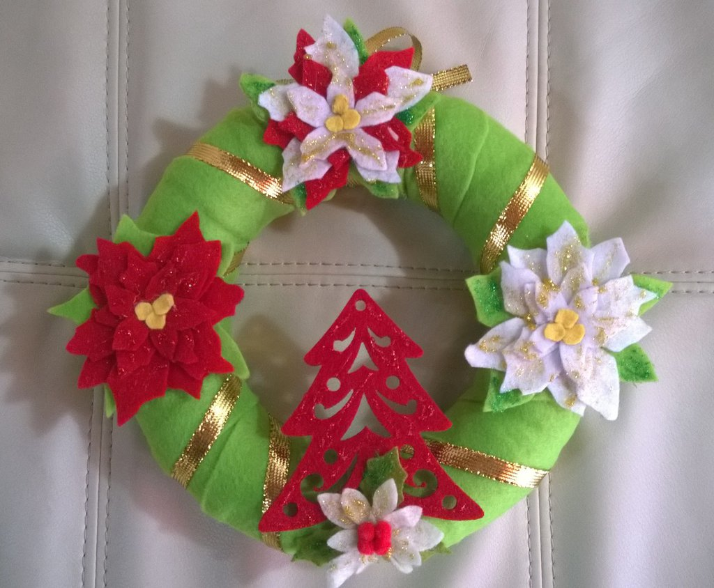 Ghirlanda natalizia in feltro
