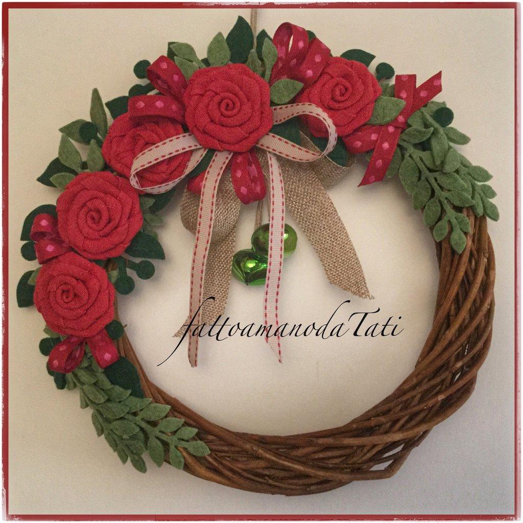 Ghirlanda grande in midollino con 5 rose rosse feste - Ghirlanda porta ...