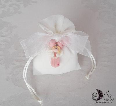 Bomboniera rosario con angelo comunione, confezionamento completo di confetti sacchetto in tessuto