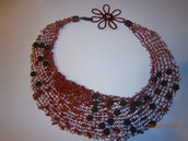 collana lavorata ai ferri con filo metallico rosso