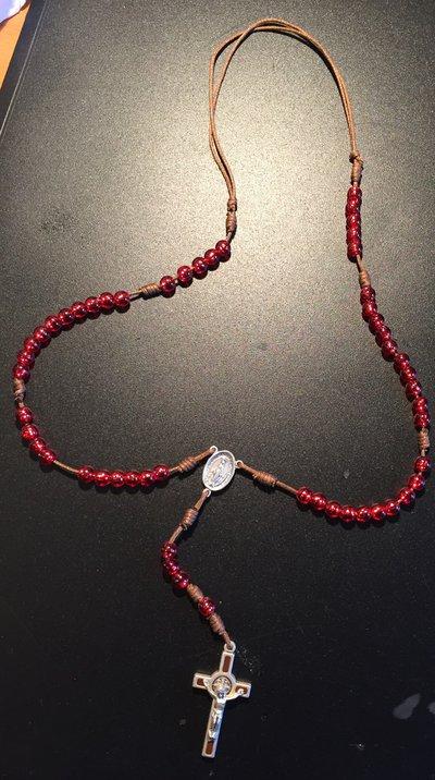 Rosario con perline rosse