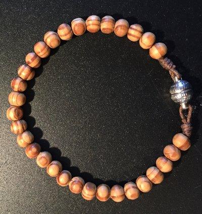 Braccialetto con perline in legno
