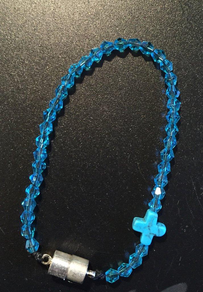 Braccialetto con perline azzurre