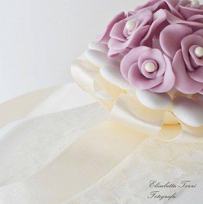 Mazzolino di rose in pasta di zucchero