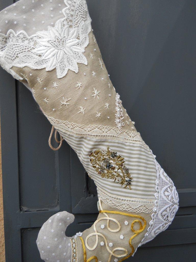 Calza della Befana patchwork di lino e merletti