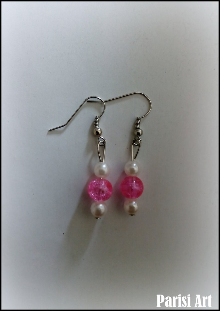 Orecchini pendenti con tris di perle bianche e rosa