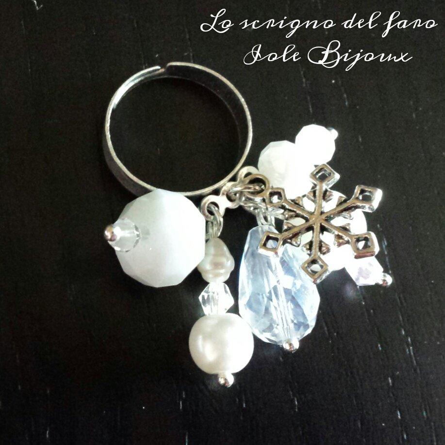 Anello regolabile Inverno con pietre bianche e cristalli e ciondolo fiocco di neve