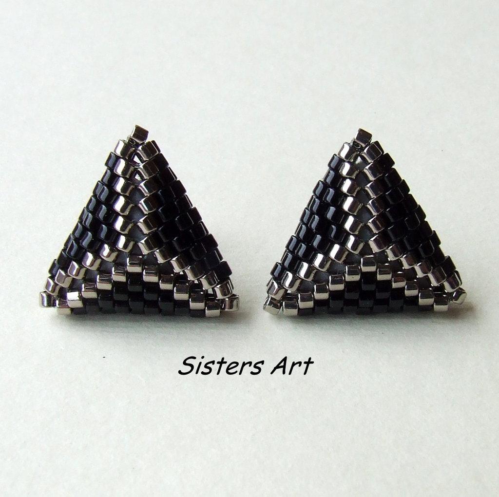 """Orecchini a lobo """"31"""" a triangolo doppio nero e argento"""