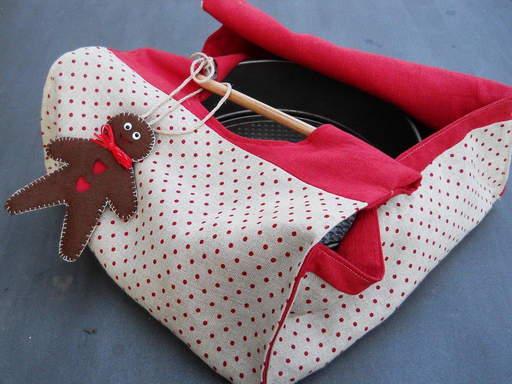 Porta casseruole/porta torte in lino a pois rossi.