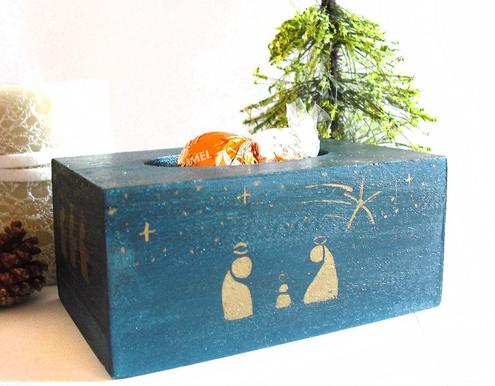 Scatola presepe natività blu e oro di legno dipinta e decorata a mano su tutte le facce laterali, idea regalo di natale
