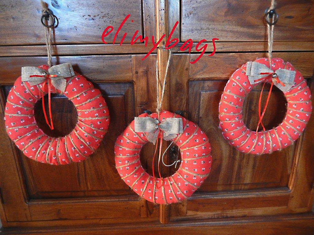 Ghirlanda natalizia fuoriporta in stile country rossa con fiocco semplice ♥