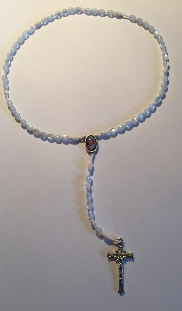 Rosario con perle bianche