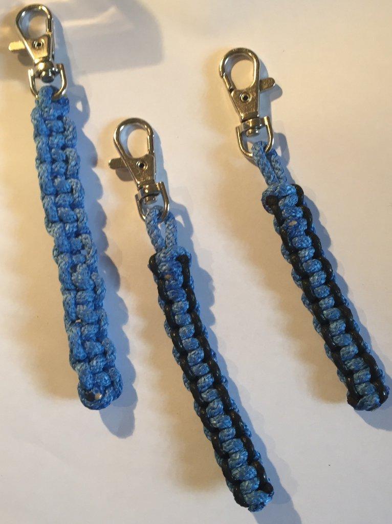 Portachiavi con filo azzurro