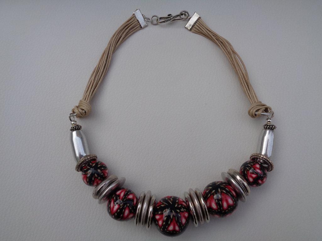 Girocollo perle pasta polimerica rosso-nero