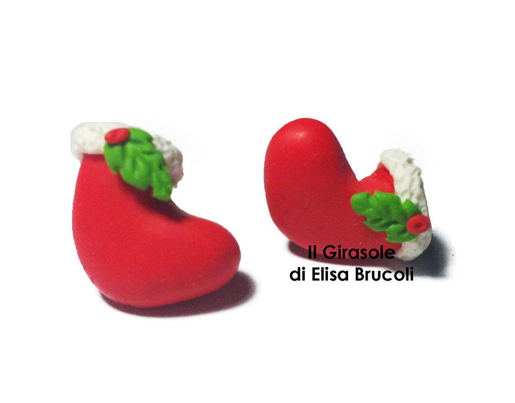 Orecchini a perno con calza rossa di natale in fimo