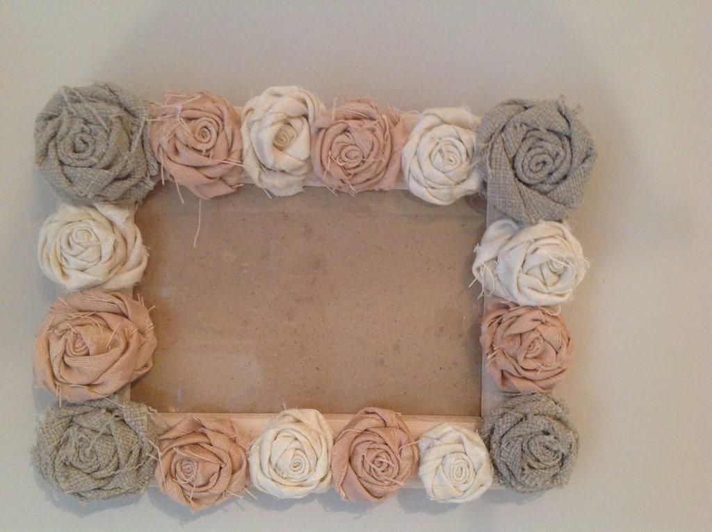 Cornice con rose in tessuto