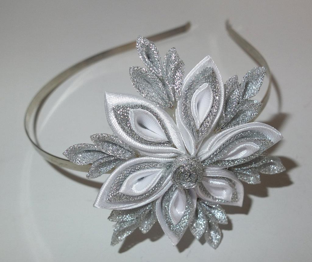 Cerchietto con fiori kanzashi fatti a mano Cristallo di neve