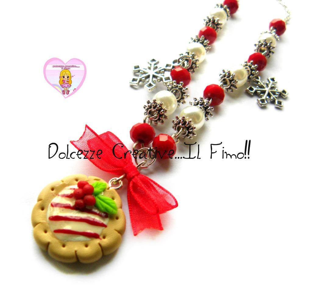 ☃ Natale In Dolcezze 2015 ☃ Collana Con biscotto natalizio - Fiocchi di neve e perle rosse e bianche