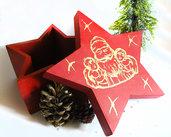 Scatola di Natale rossa regalo di natale a forma di stella decorata a mano con babbo natale e bambini, in legno pezzo assolutamente unico