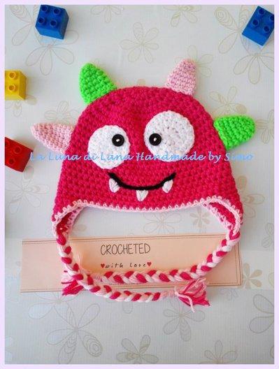 Cappellino a uncinetto per  bambina a forma di mostriciattolo