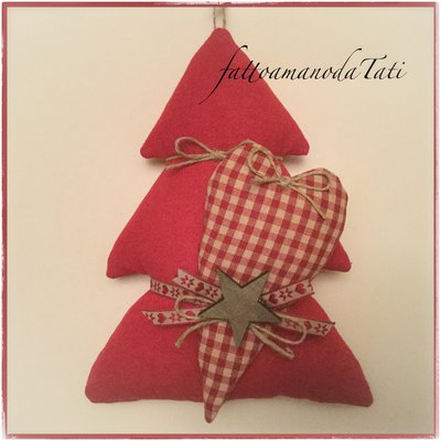 Albero in cotone rosso con cuore a quadretti rossi e stella scura