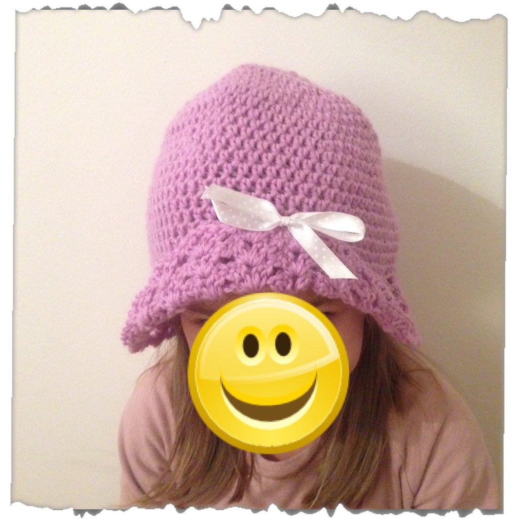 Cappellino bambina lana uncinetto