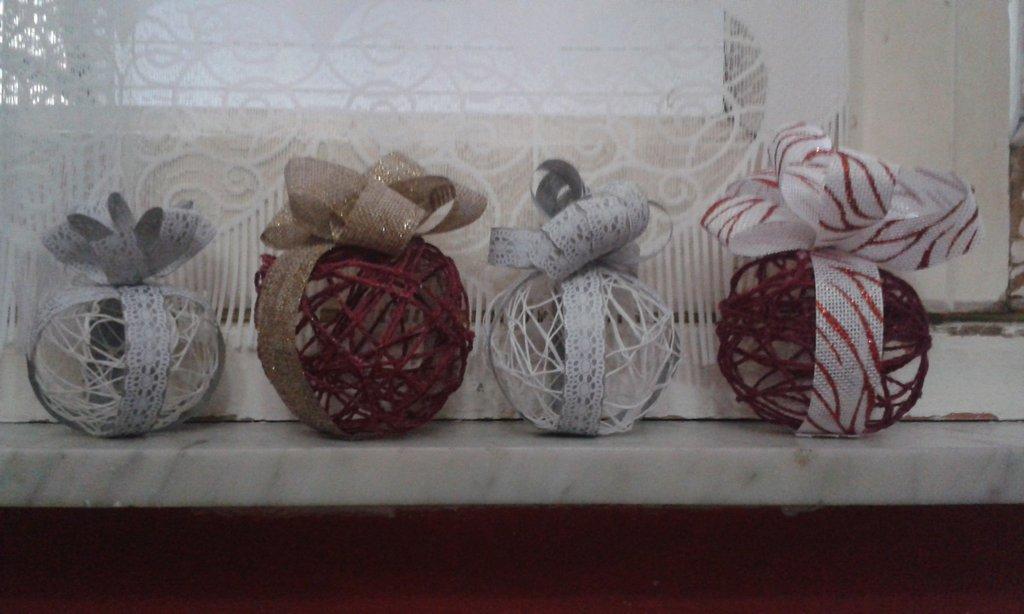 Palle natalizie interamente fatte a mano