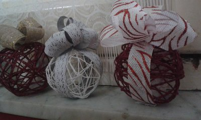 Palle natalizie interamente fatte a mano feste natale for Creazioni di natale fatte a mano