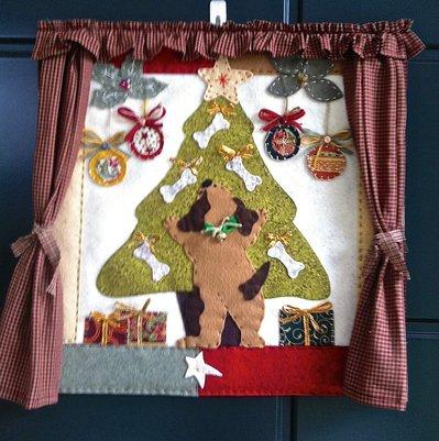 Natale - pannello patchwork con albero di Natale e cagnolino