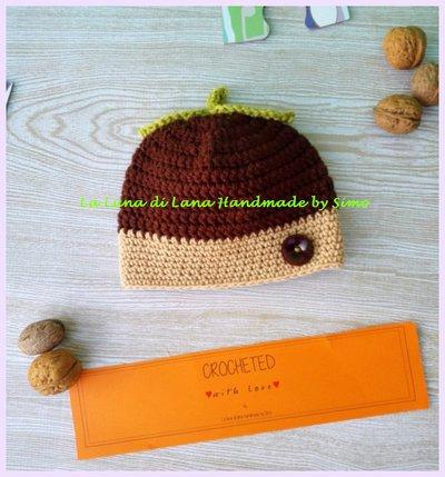 Cappellino  a uncinetto da bambina a forma di nocciola