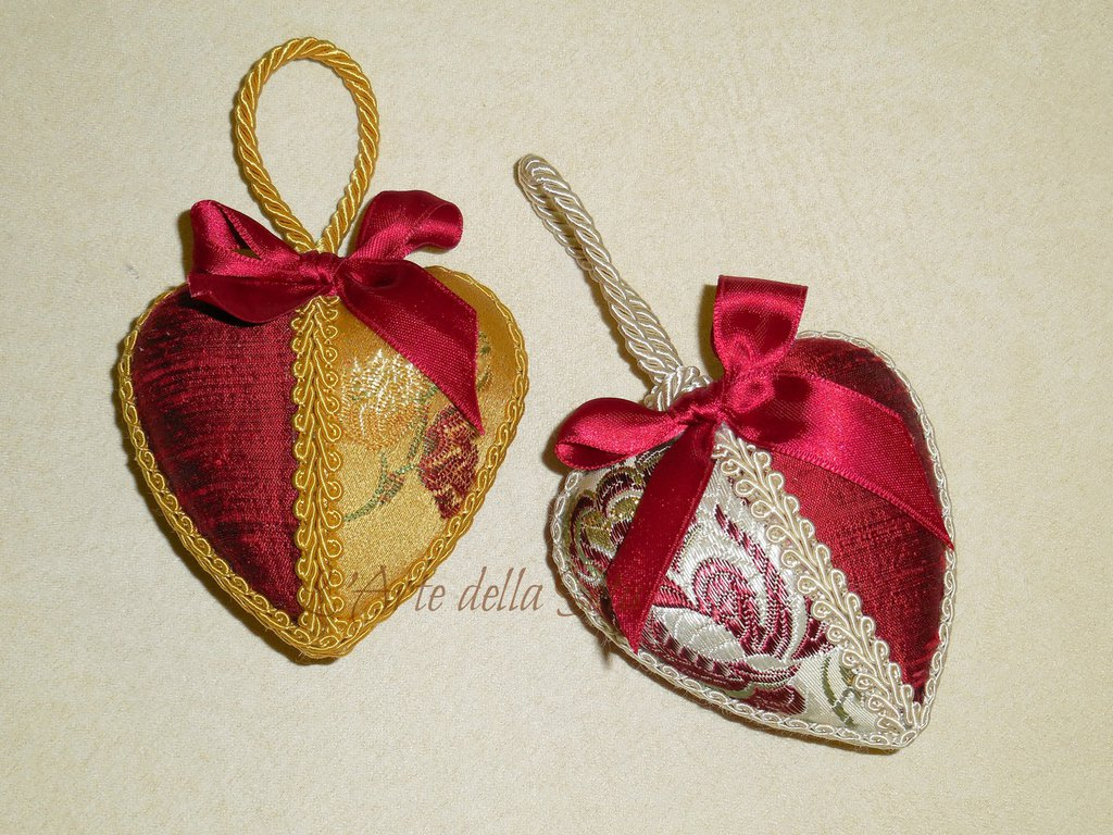 Cuore in seta di San Leucio decorazione natalizia cm.8