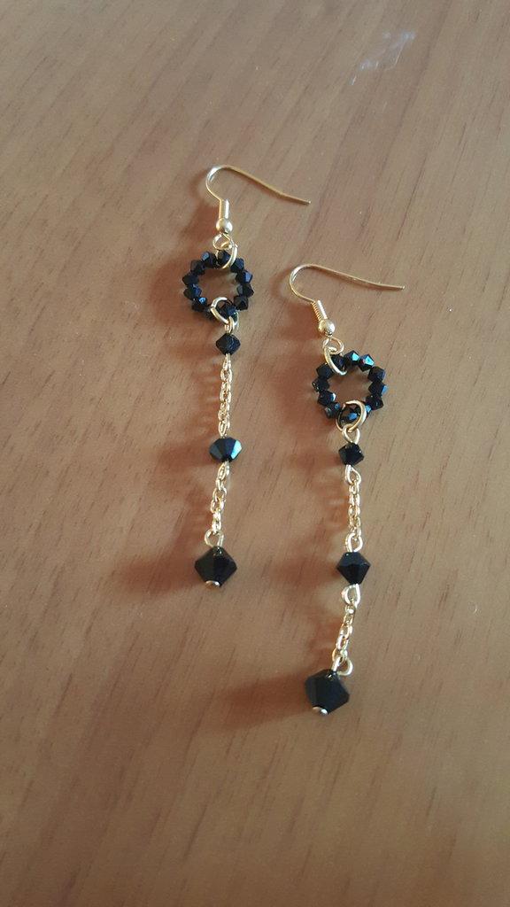 orecchini pendenti con cerchi di swarovski fatti a mano