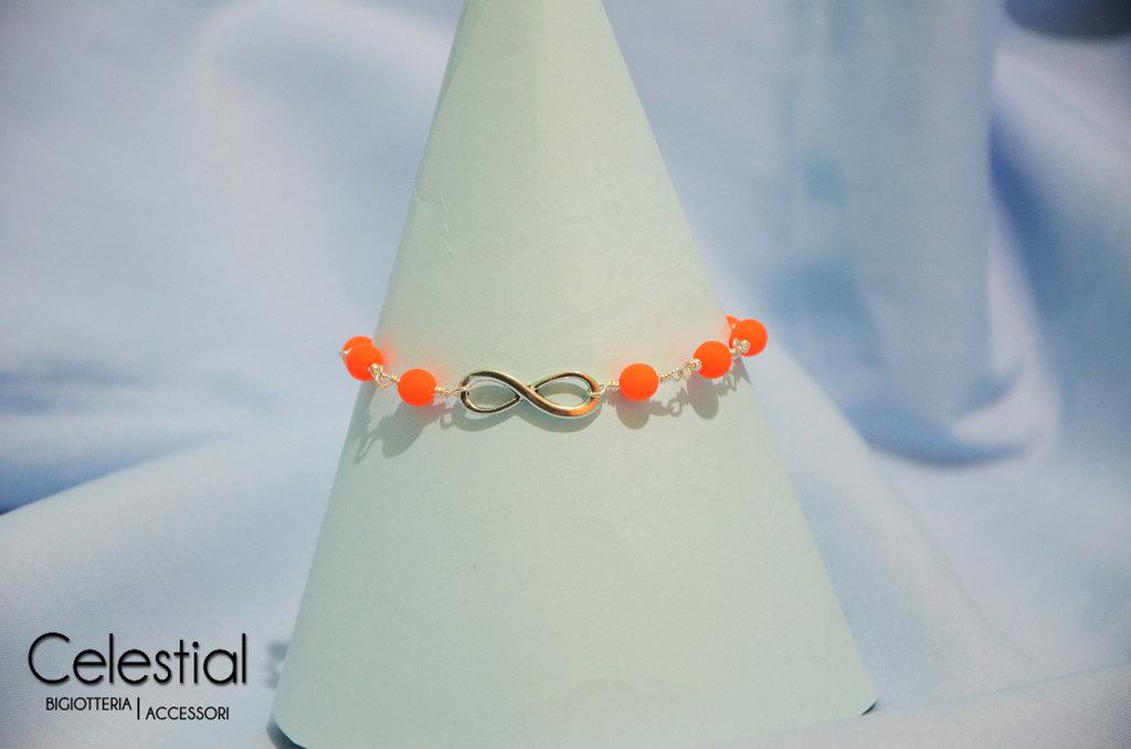 Bracciale con perle e infinito - Arancione fluo