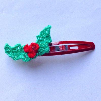 Mollettina per capelli rossa con agrifoglio fatto a mano all'uncinetto