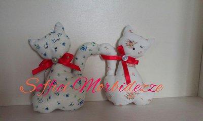 Coppia di gattini innamorati in tessuto