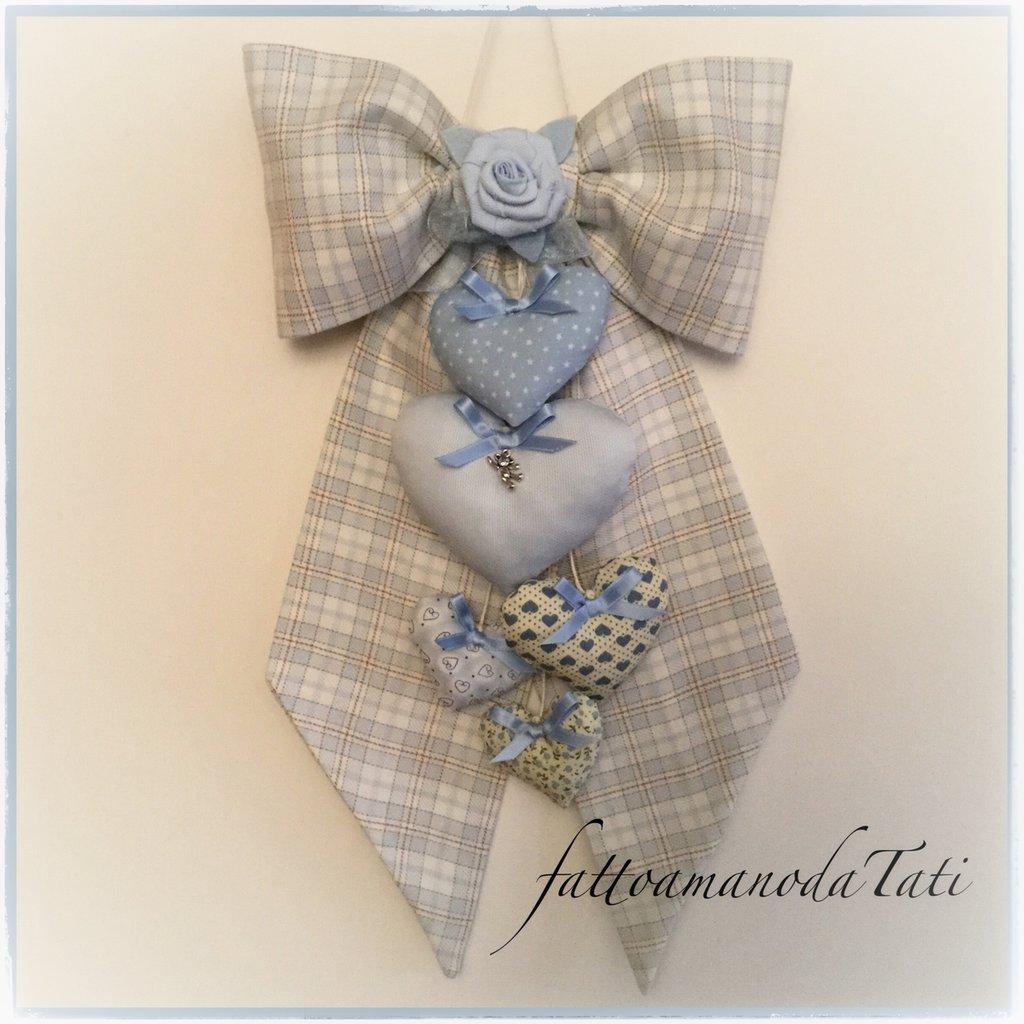 INSERZIONE RISERVATA PER EMANUELA Fiocco nascita in cotone scozzese azzurro con 5 cuori imbottiti