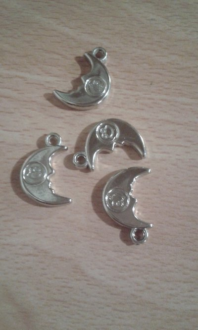 lotto di quattro charms