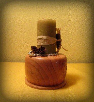 Candela con base in legno