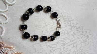 bracciale con perle color onice e coppette argentate