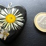 Ciondolo con fiori secchi in resina