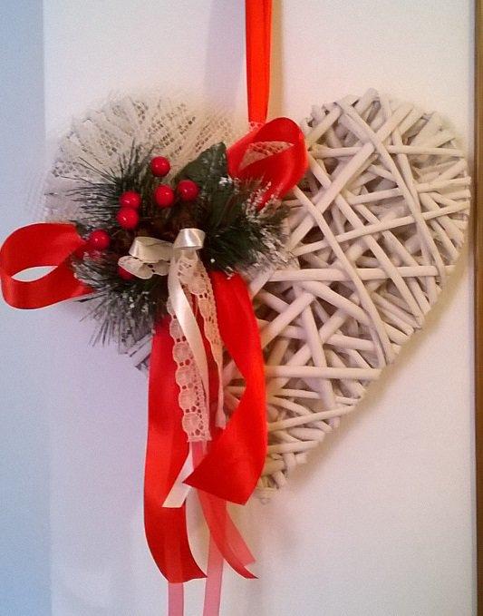 Natale cuore di legno da appendere fuoriporta addobbi for Decorazioni natalizie in legno da appendere