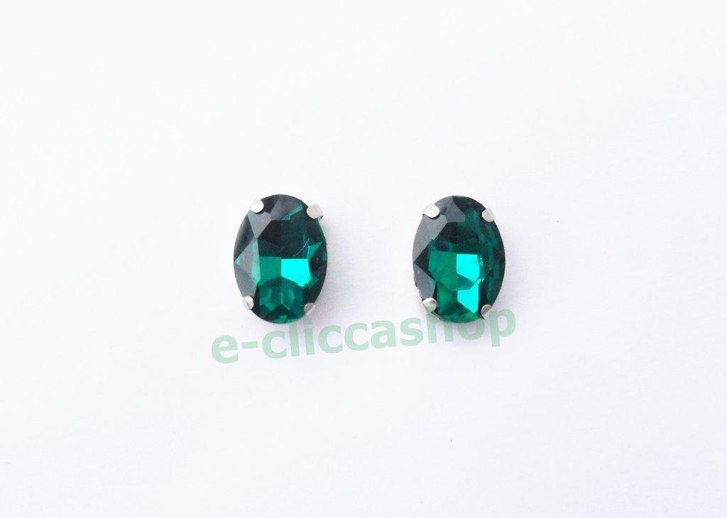 pietra vetro ovale con castone verde smeraldo