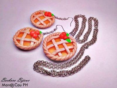 Collana e orecchini con squisita crostata di albicocche realizzata a mano in fimo