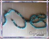 Collana con cordino di cotone e perle di carta riciclata Azzurra