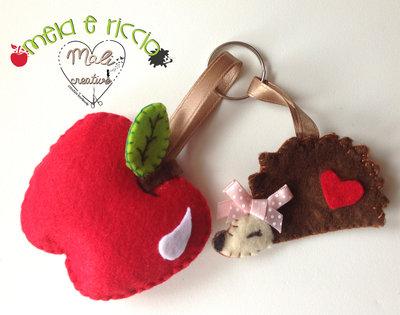 Portachiavi mela rossa e riccio