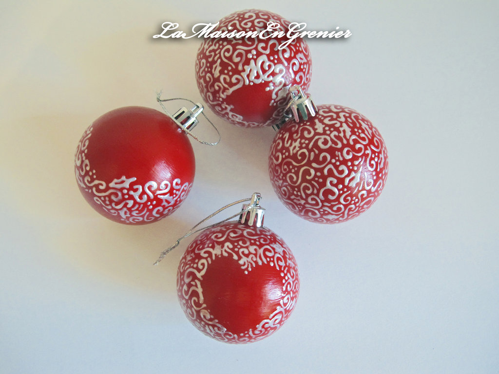 sfere di natale con decoro natalizio